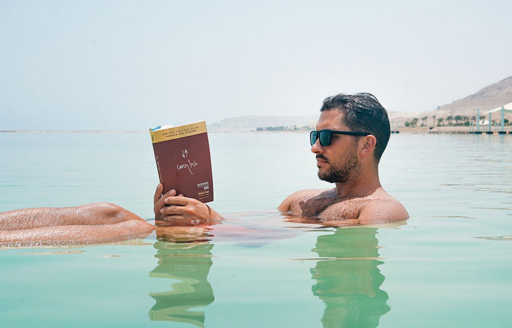 beach-book-bronzing-1194408