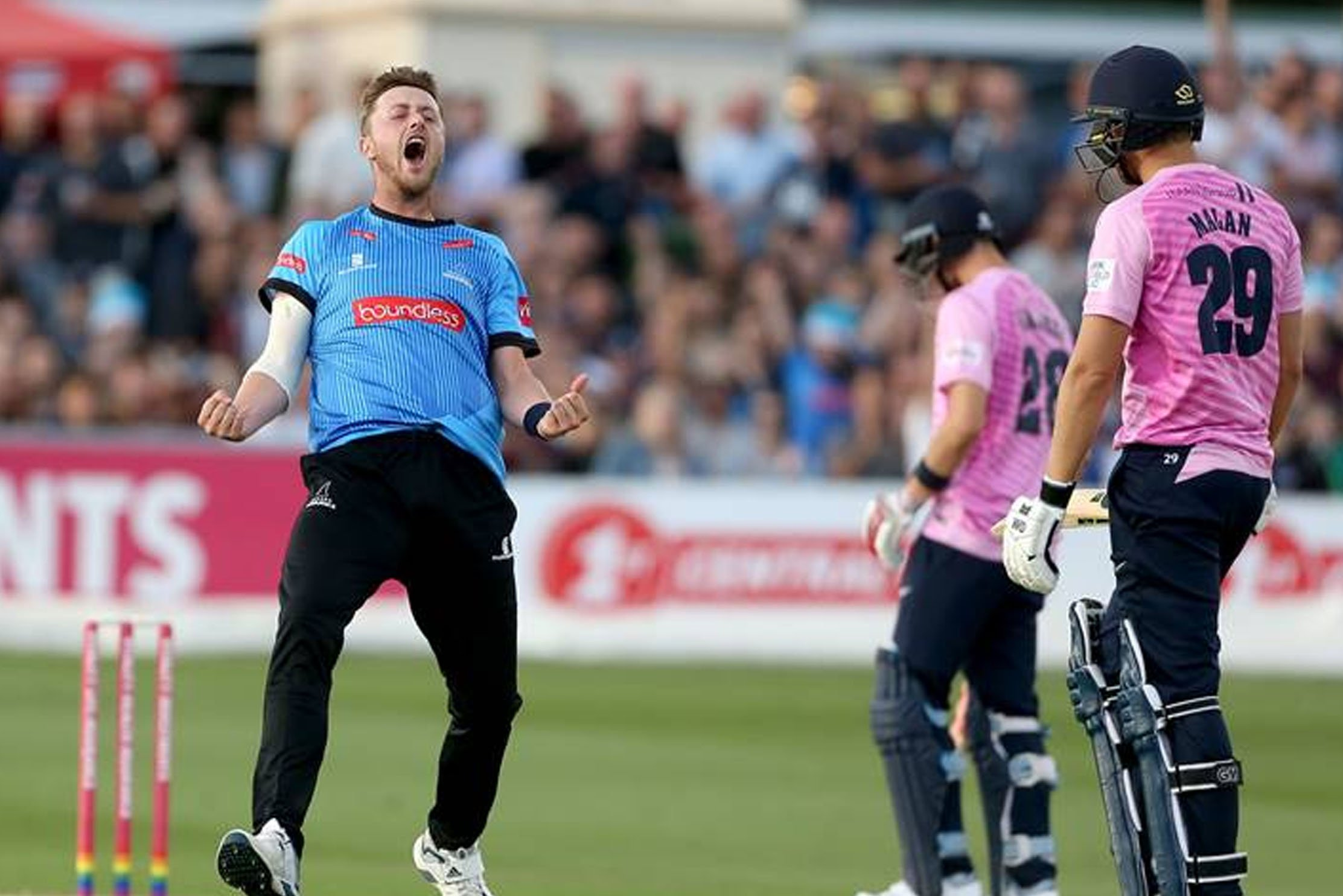 Fast bowler Ollie Robinson has signed a three-year contract extension with Sussex Cricket